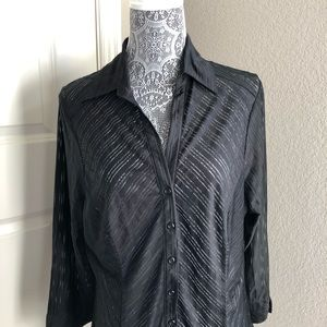 Tops - V-Neck Button Front 3/4 Sleeve Blouse